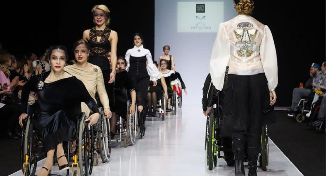 Models in wheelchairs appear in Moscow Fashion Week