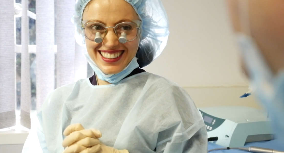 What Are The Major Differences Between Dentures And Dental Implants?