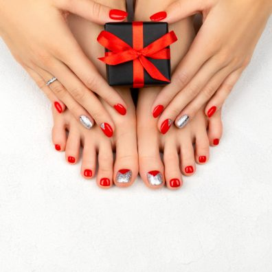 Christmas Nail Trends 2020